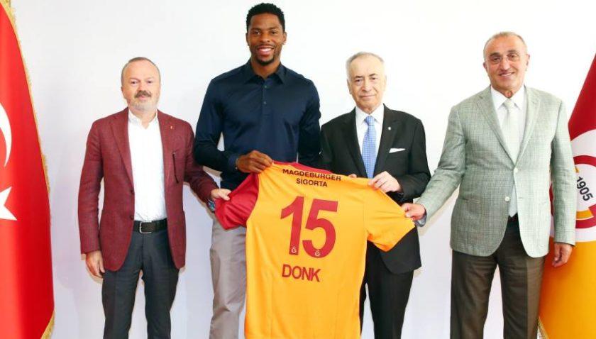 Galatasaray Donk'u bırakmadı