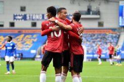 Manchester United tarihi penaltıyla güldü