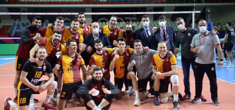 Galatasaray Halkbank'ı 5 sette geçti