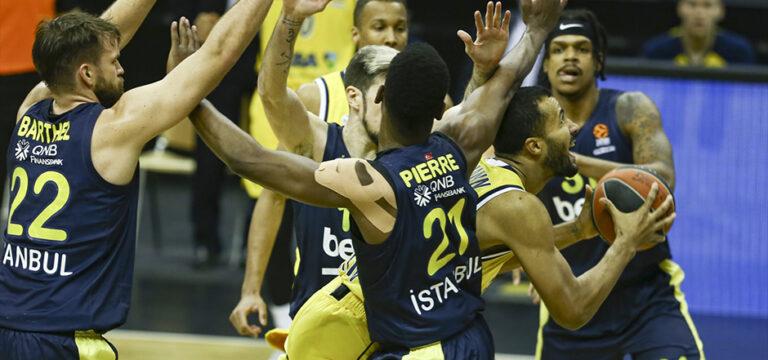 Fenerbahçe Beko Almanya'da dağıldı