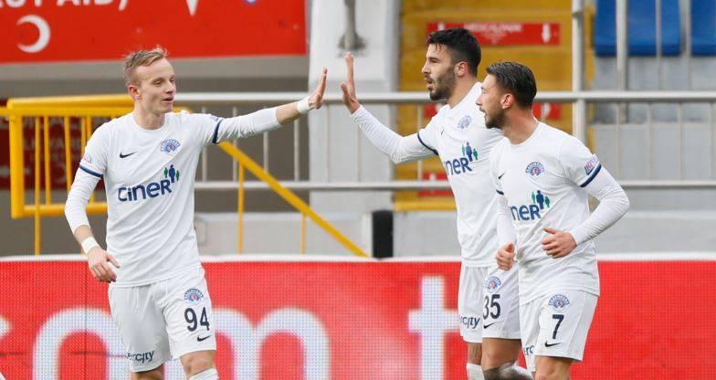Galatasaray'da ilk transfer Aytaç Kara