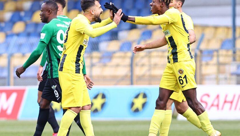 Menemen Akhisar'a gol yağdırdı