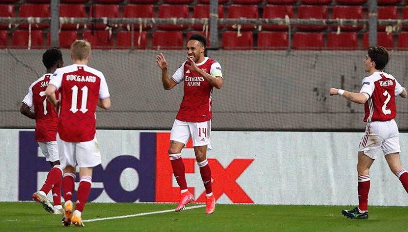 Arsenal pes etmedi, Auba'yla turladı