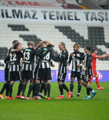 Beşiktaş tam kadro İzmir'de