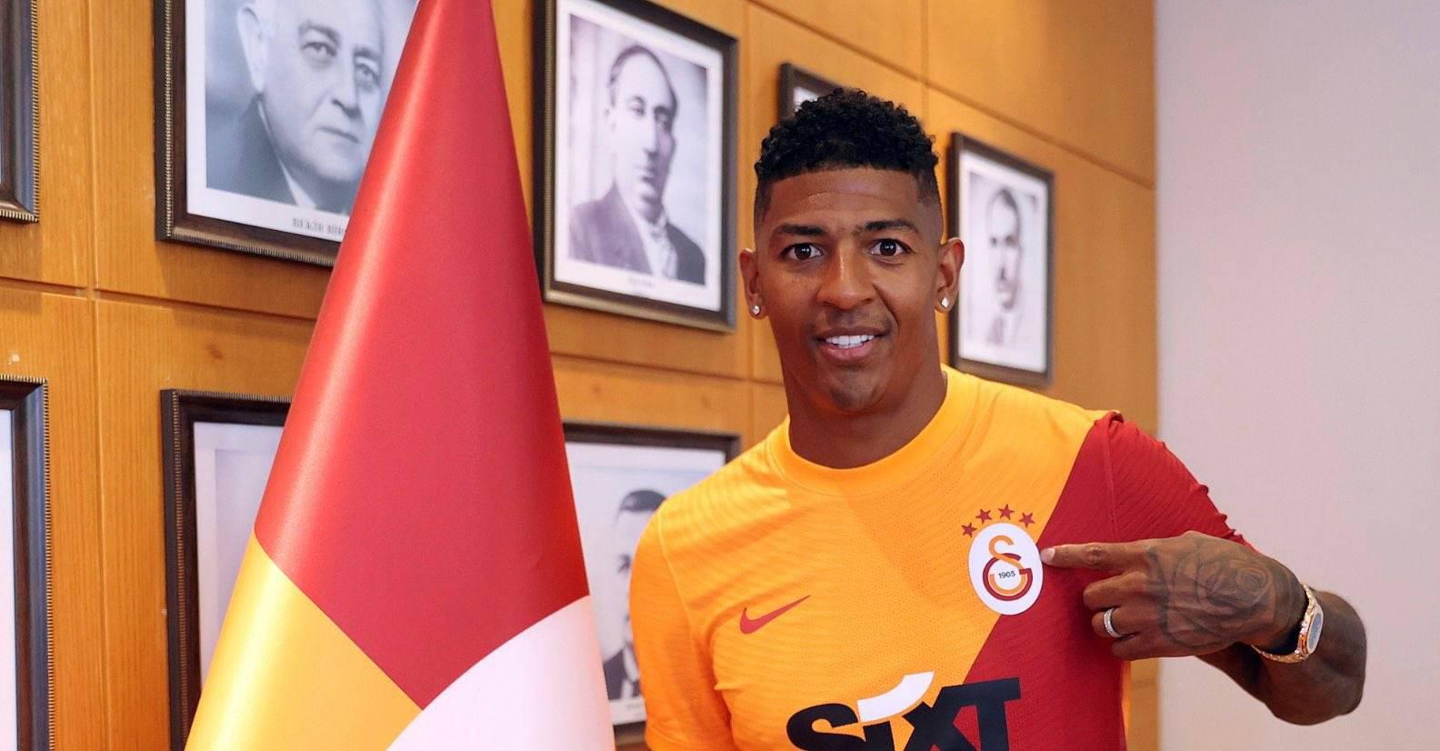 Van Aanholt resmen Galatasaray'da